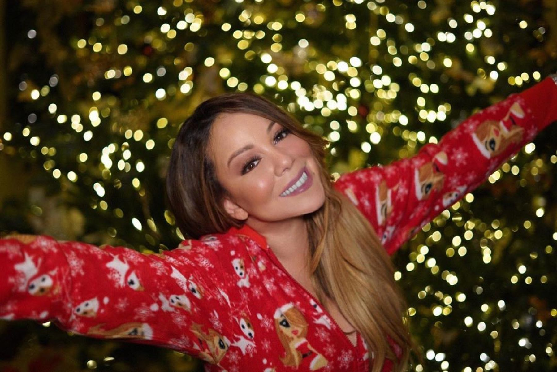 Mariah Carey is the first artist of four different eras