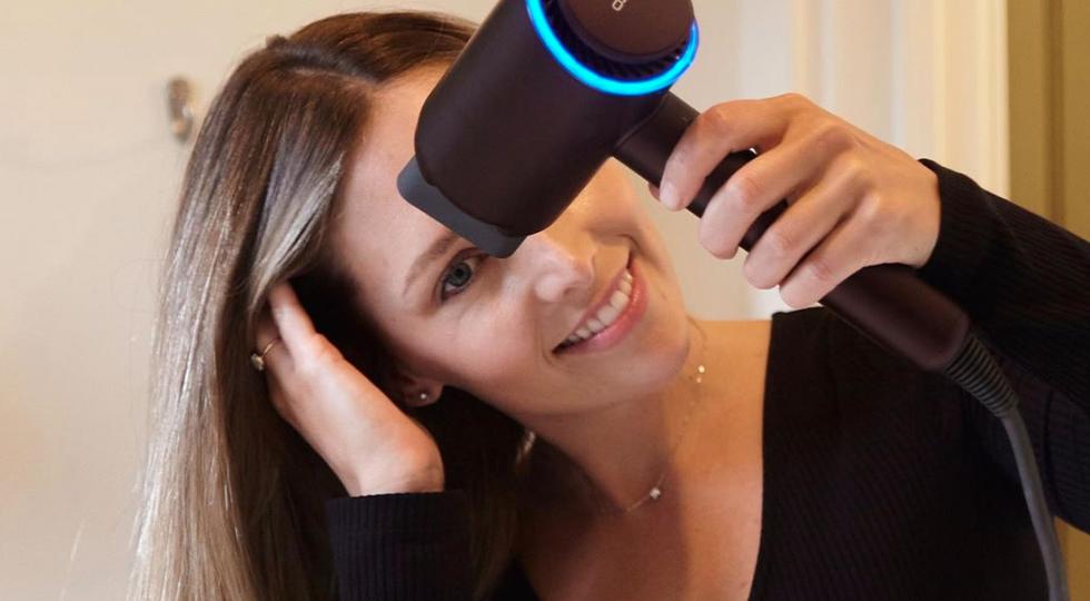 This hair dryer can straighten wavy hair