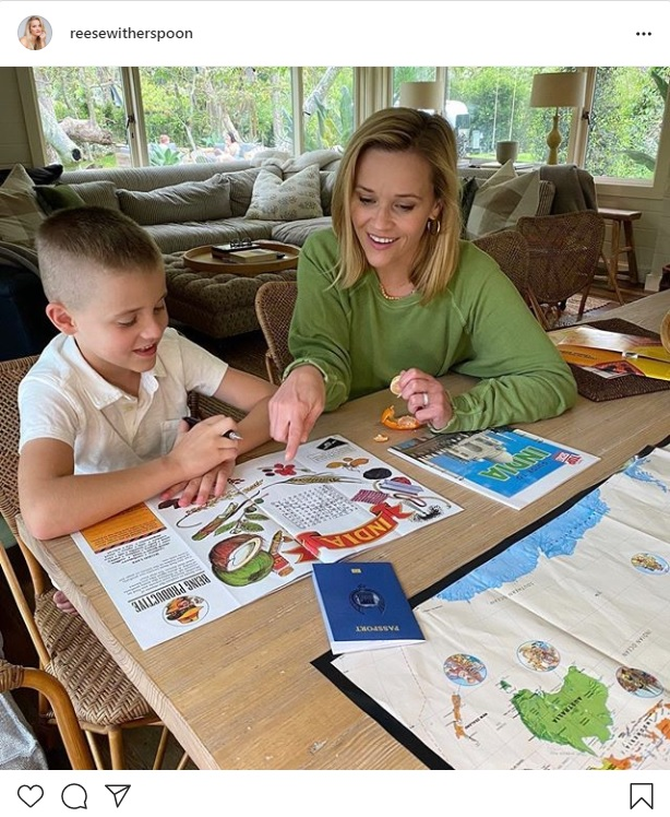 Reese Witherspoon and his 7-year-old son are studying at home